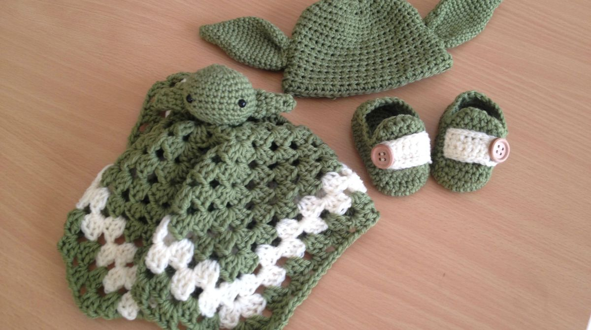 Babys first crocheted yoda outfit fashion make article featured image dt1010fo