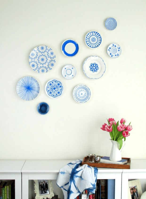 francoisetmoi_hand-painted_blue_plate_display_01