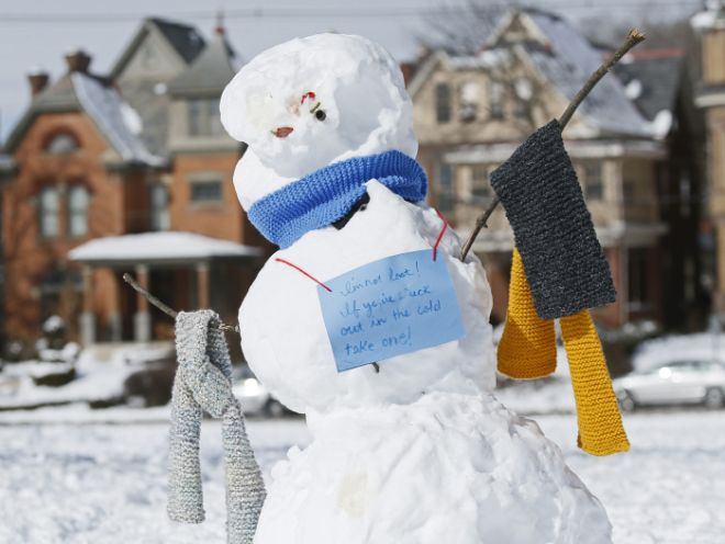 Yarn Bomber Distributes Scarves To Cold People Using Snowmen