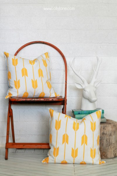 DIY-Stenciled-Pillow-Tutorial-PaintAPillow-LollyJane