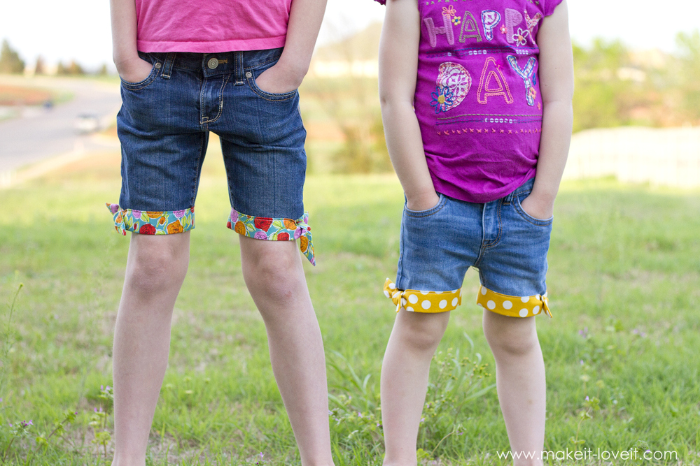 Summer Style: Cut-Off Jean Shorts with a Cute Knotted Fabric Hem