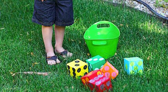 Oversized Backyard Games: DIY Lawn Yahtzee