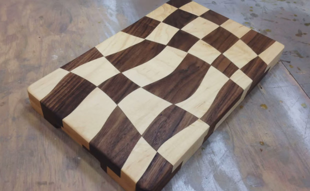 checkered cutting board wooden featured image