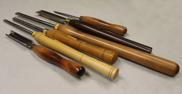 A beginner tool set for woodturning only requires a handful of tools.