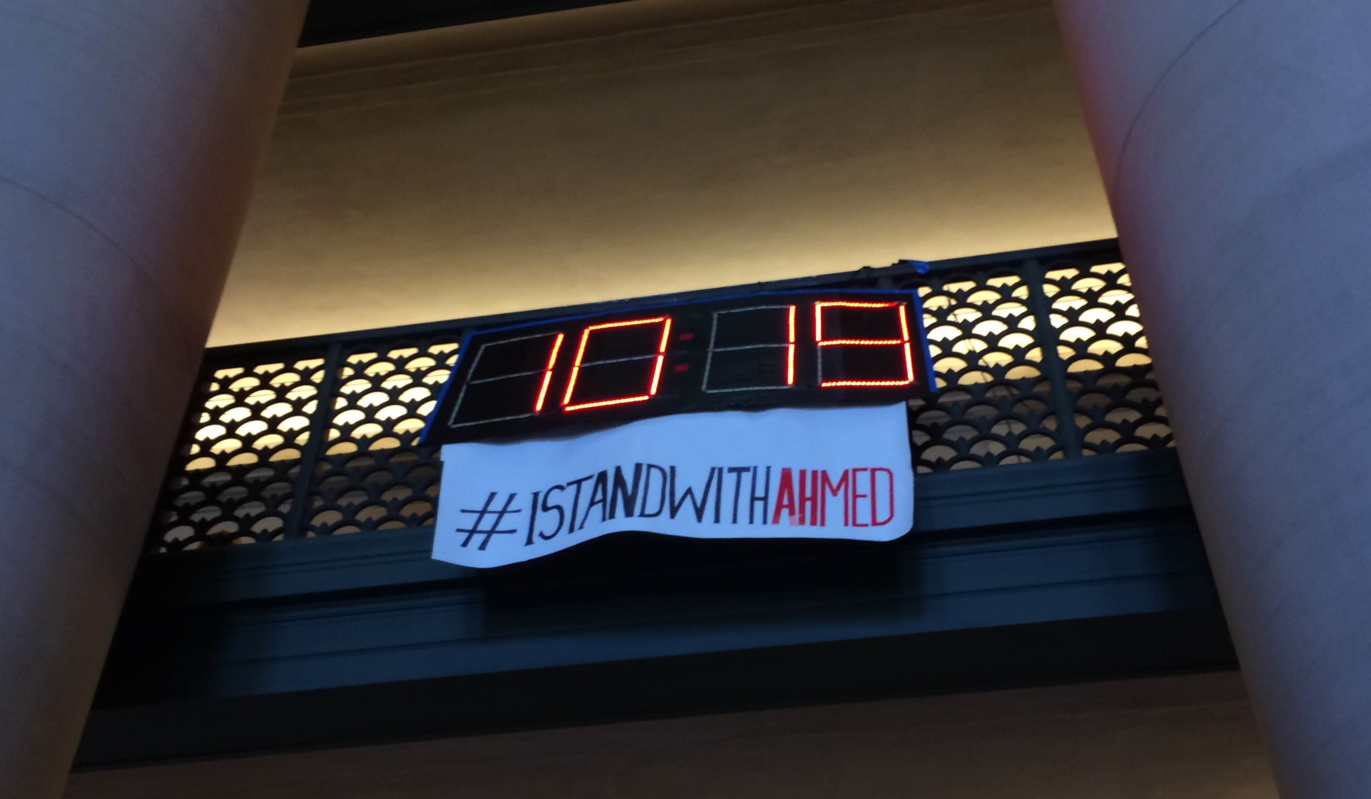 MIT Hackers Bring Their Own Ahmed Clock to School