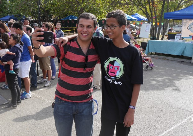 There were lots of photos and selfies taken. (Photo: Rafe Needleman)