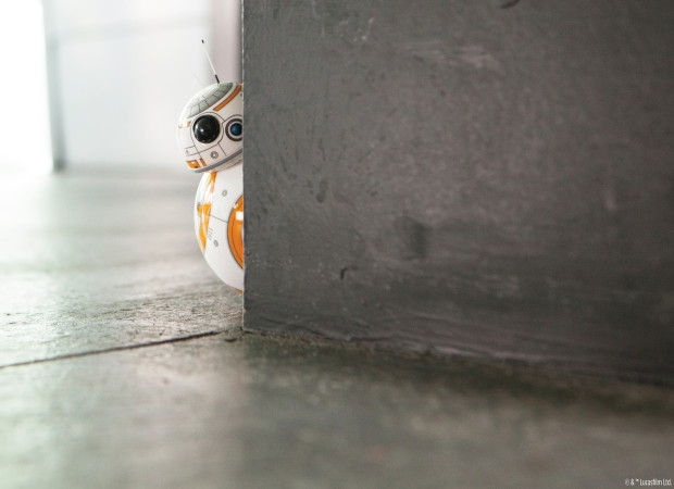 BB-8 Peeking Around Corner