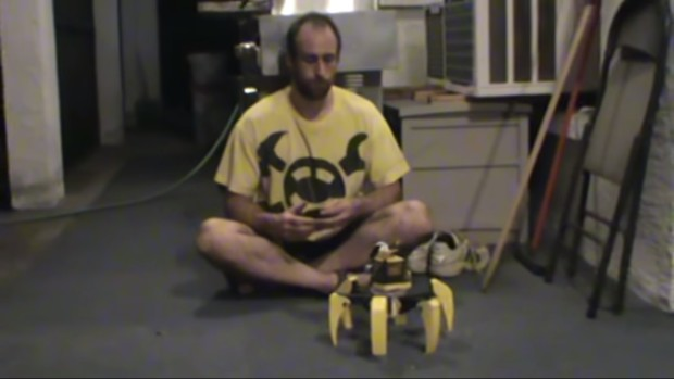 Jaimie Mantzel demonstrating a working prototype. Screen capture from Mantzel's YouTube video.