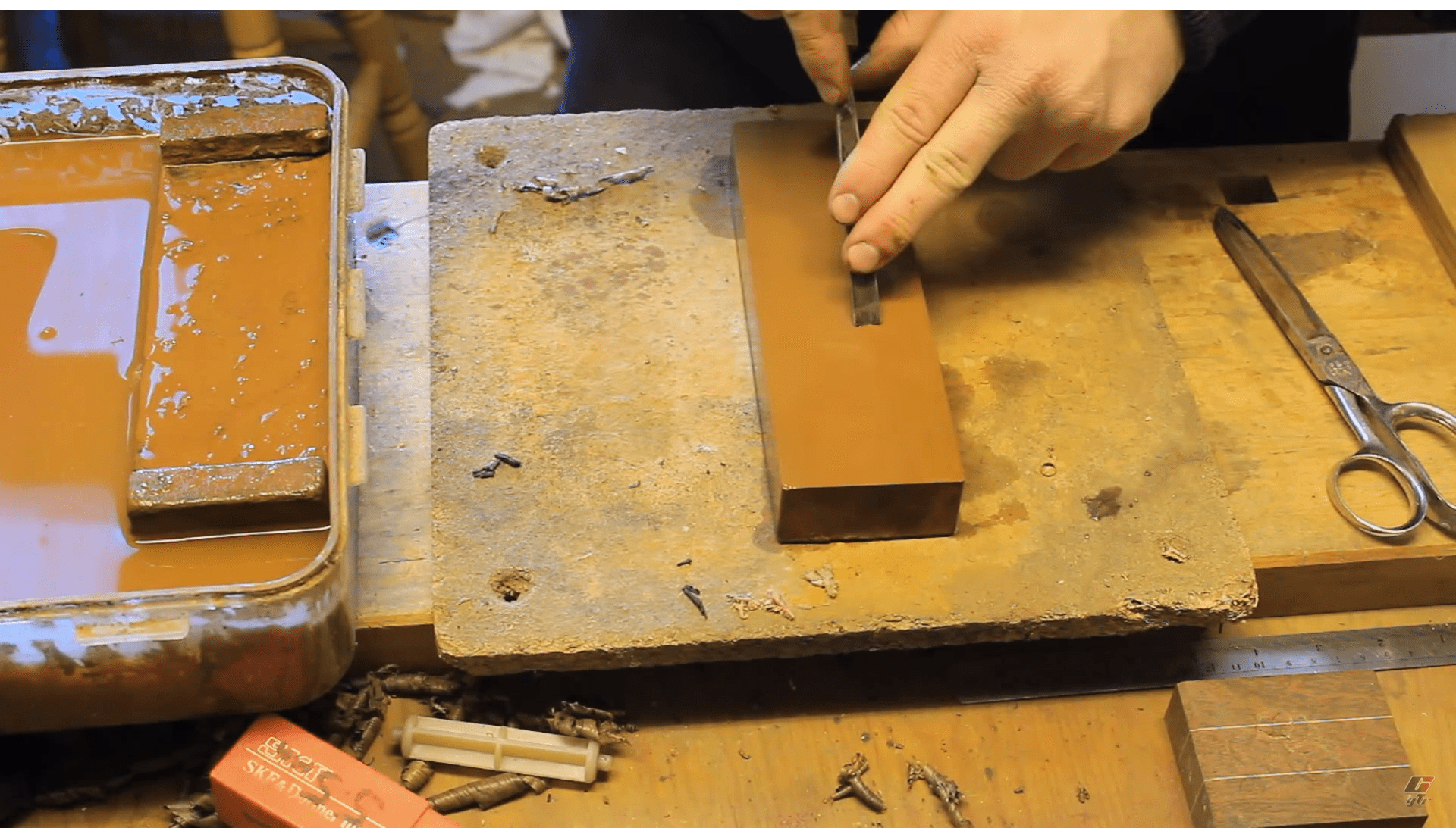 Watch How to Sharpen Gouges and V-Chisels