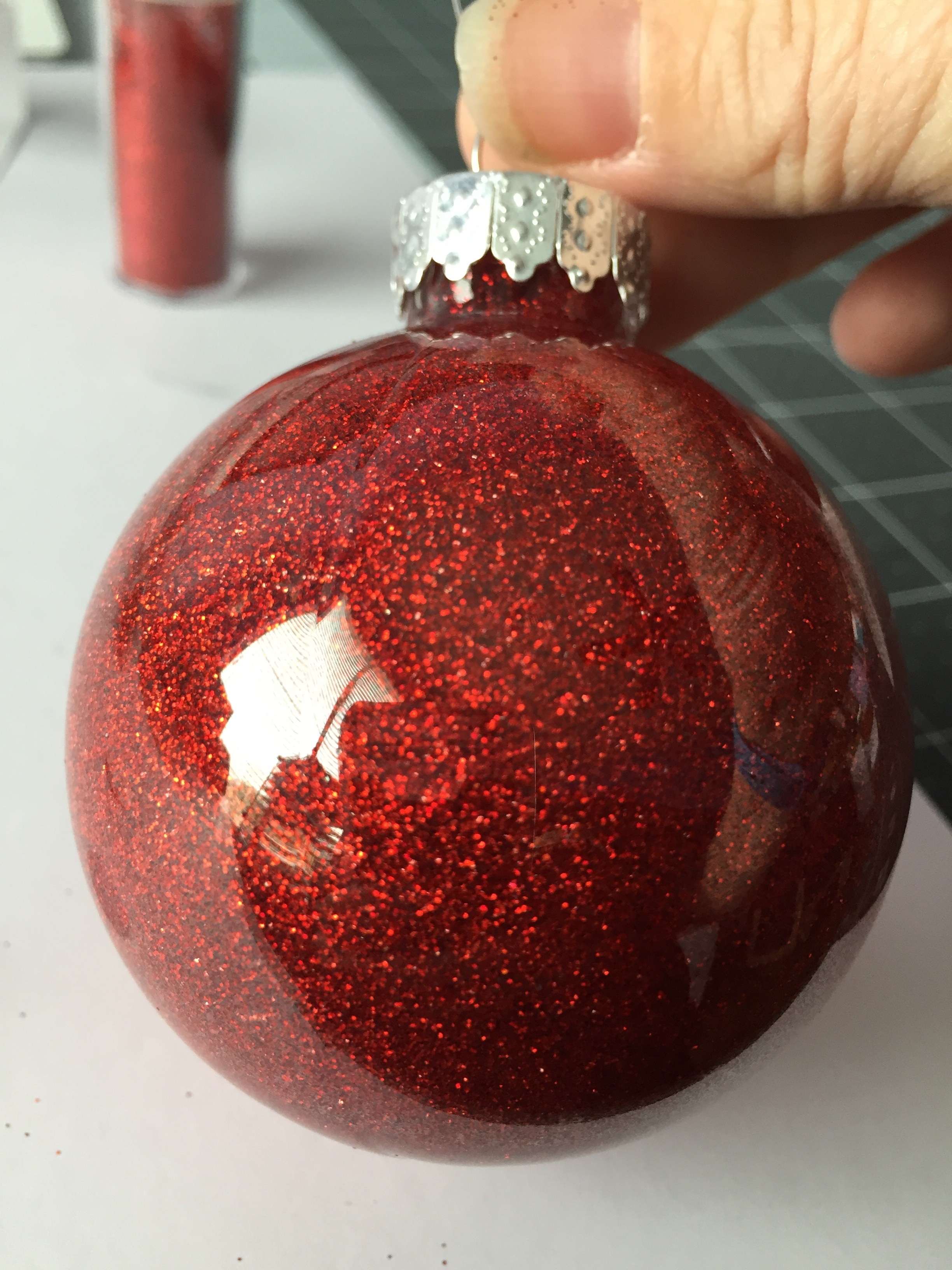 Amazingly quick and easy glitter ornaments make i have to begin by saying the is the most fun ive had using glitter i cant even believe this worked and it looks so cute these glitter ornaments would solutioingenieria Gallery