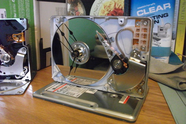 HDD-desk-clock