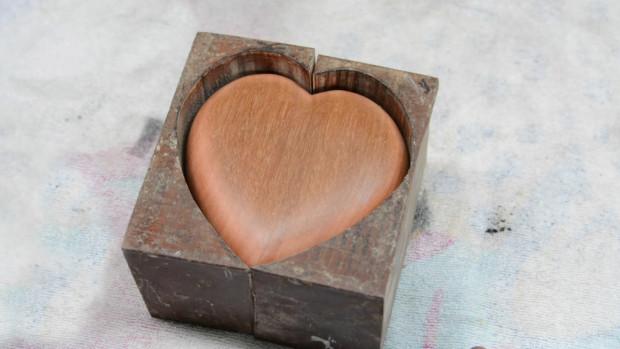 DiResta Heart shaped box .mp4.00_06_49_04.Still004
