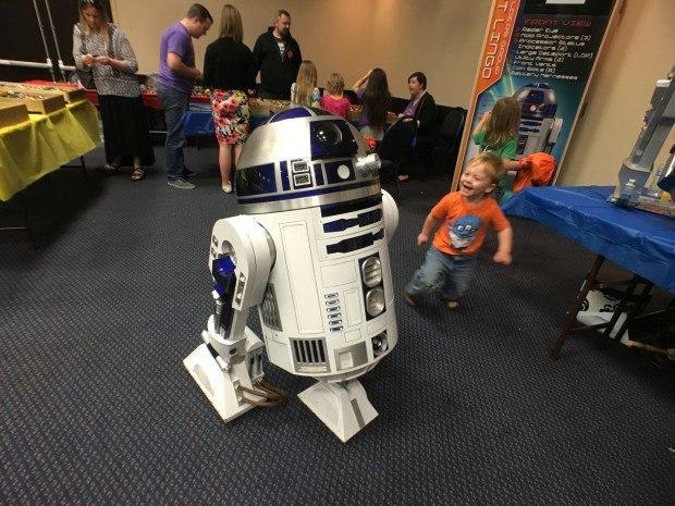 "Damien Metz: astromech.net ""R2 meets a young Jedi — Photo by Kee Choi"""
