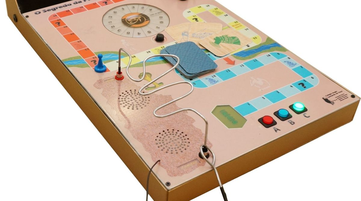 Middle schoolers built an arduino board game to explore