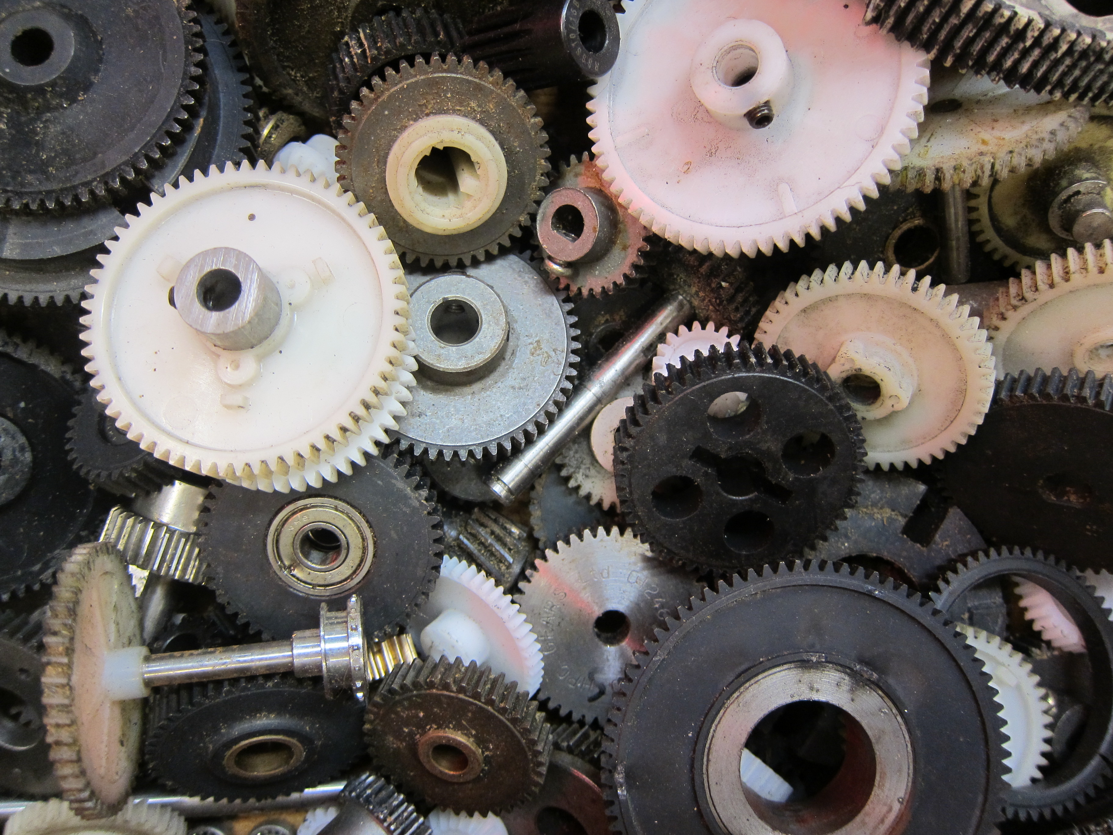 A Mechanical Engineers Quick Tips for Using Gears  Make
