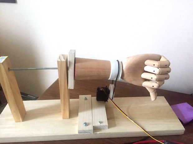 Read the Room with This Social Media Skimming Robotic Arm