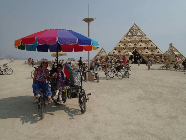 The Norton family in the Zander Lander next to an impressive sculpture at Burning Man 2013. (Image courtesy of Paul Norton via leozander.blogspot.com)