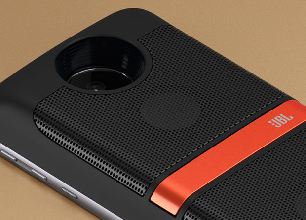 Moto Mods JBL SoundBoost Speaker features a pair of 27mm drivers, 6-watts of power and an integrated battery.