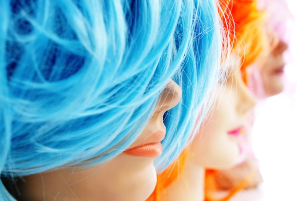 Synthetic wigs (c) NITO - Adobe Stock