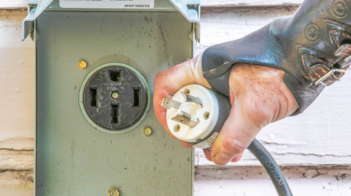 Understanding 240v Ac Power For Heavy Duty Tools Make How To Wire Multiple Electrical Outlets Article Featured Image