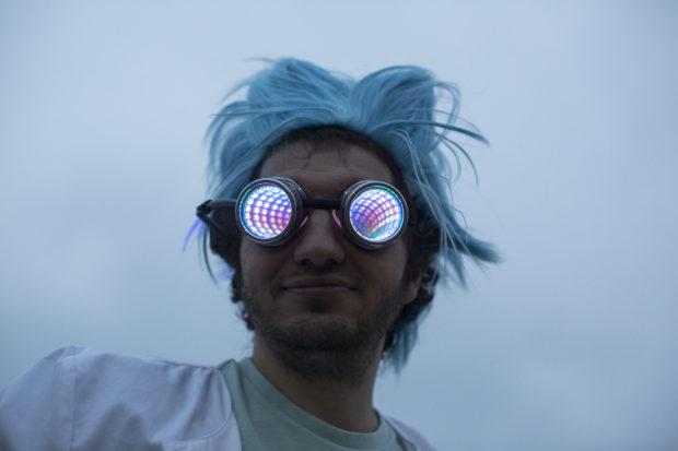 Look into my eyes... (Sunday, Andrew Kelly)