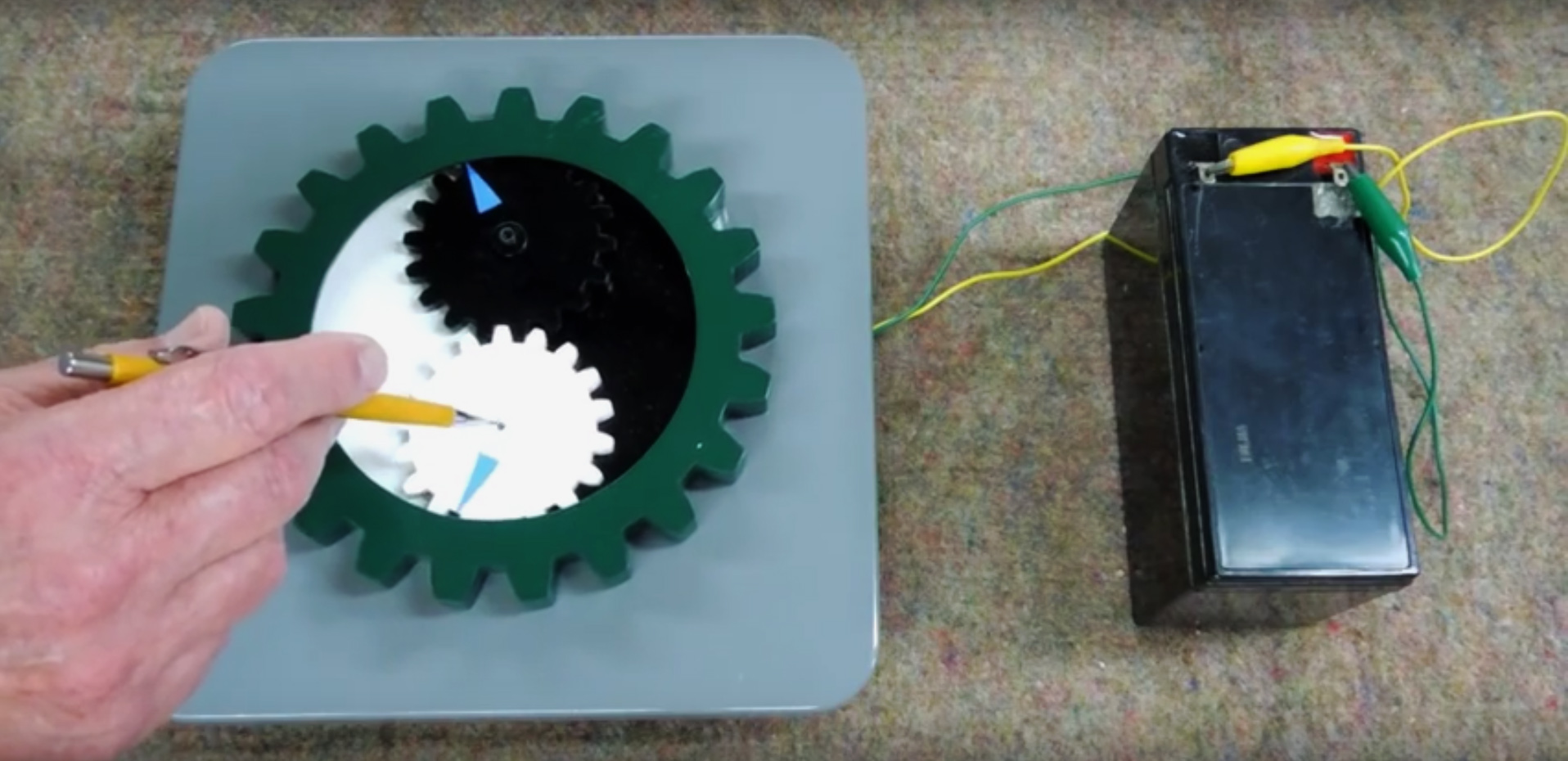 Understand the Engineering Behind the Impossible Yin Yang Gears