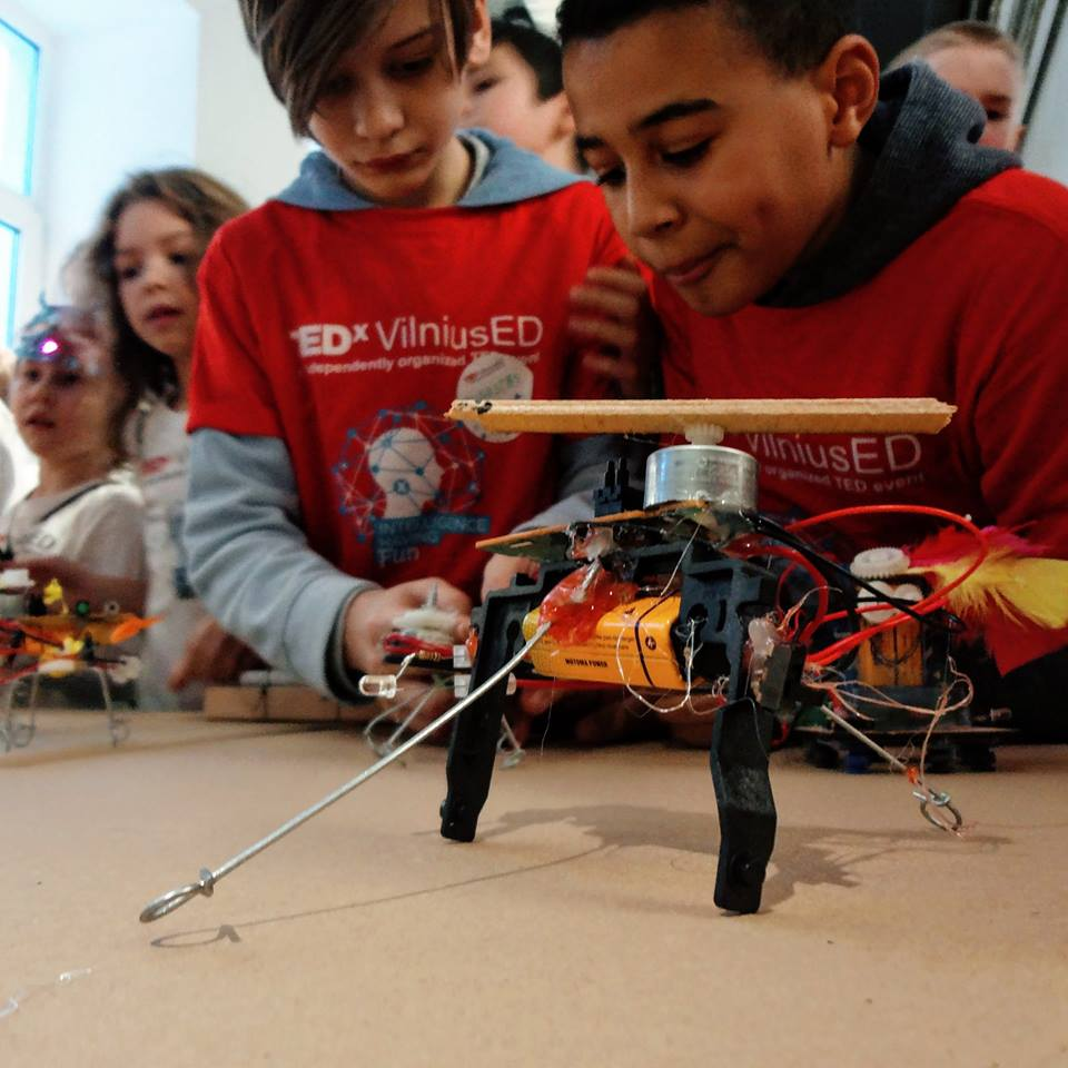 Students Throw Vibrobot Party with M-Lab