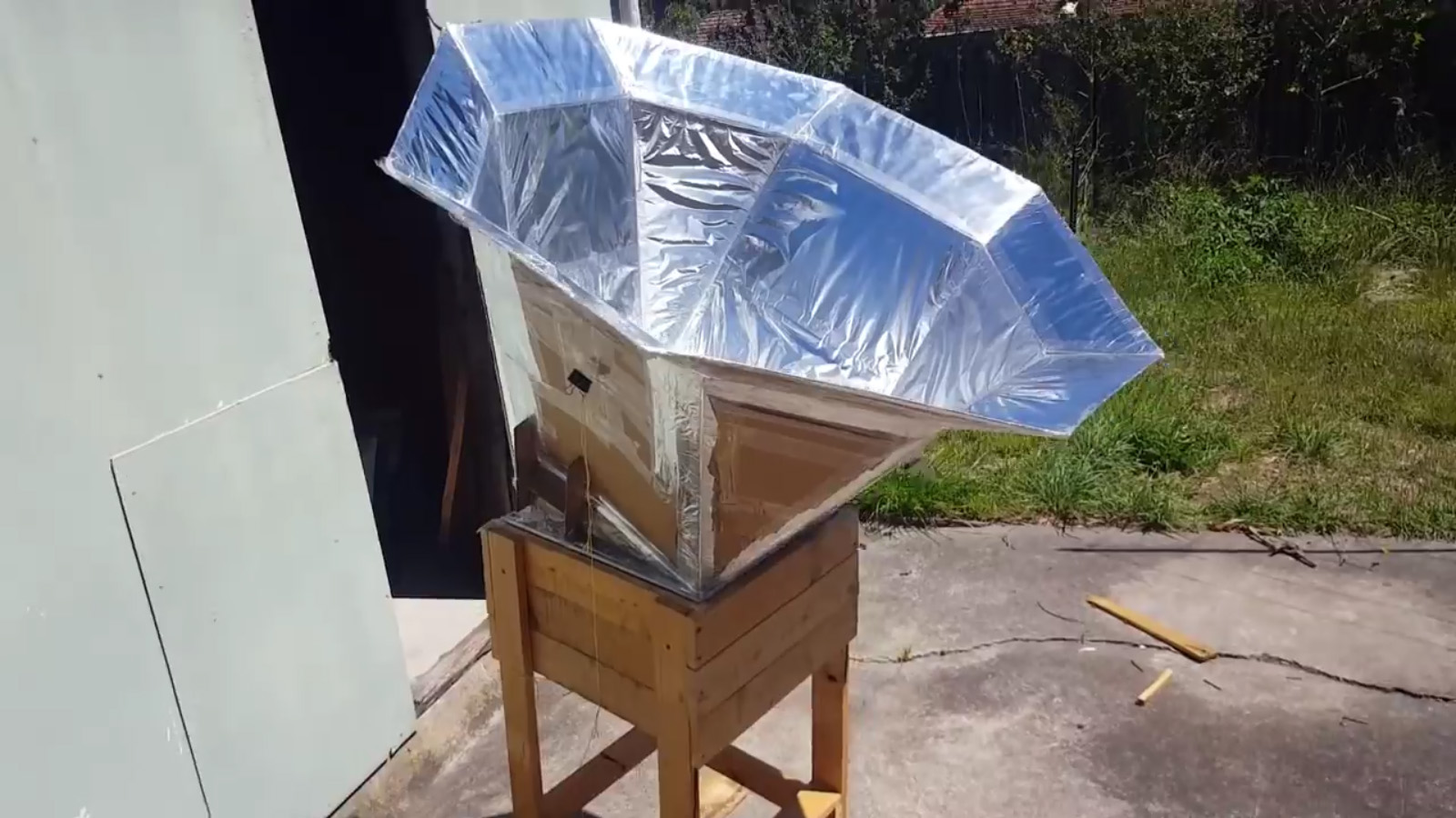 A Solar Oven Made with Aluminum Foil and Cardboard
