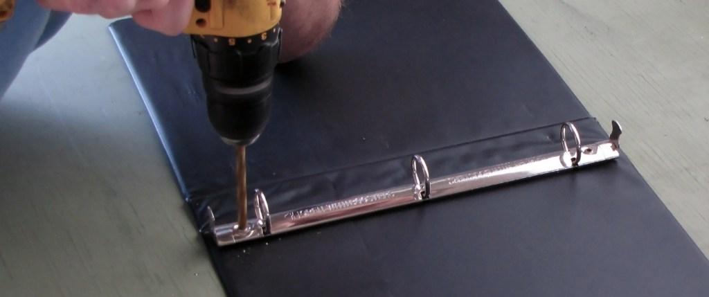 안전장비를 착용하고 손가락을 조심하세요. 금속 막대 부분은 날카로울 수 있습니다.