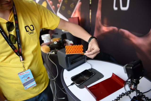 Phone-Screen-Driven Ono 3D Printer In Action at Maker Faire New York