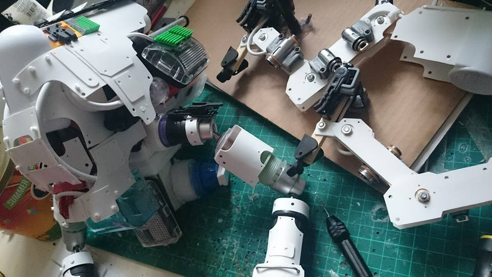 Junk Bashing Impressive Robot and Mech Models
