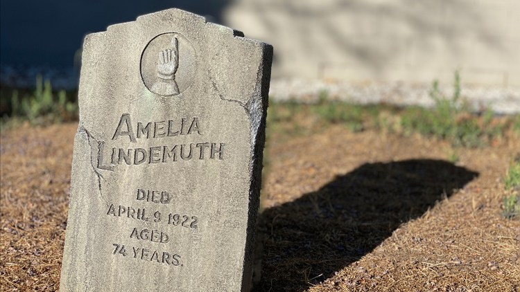 Make Your Own Realistic Halloween Tombstone