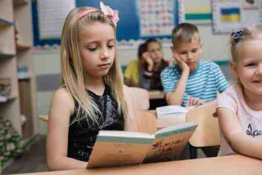 What reading level should a second grader be at
