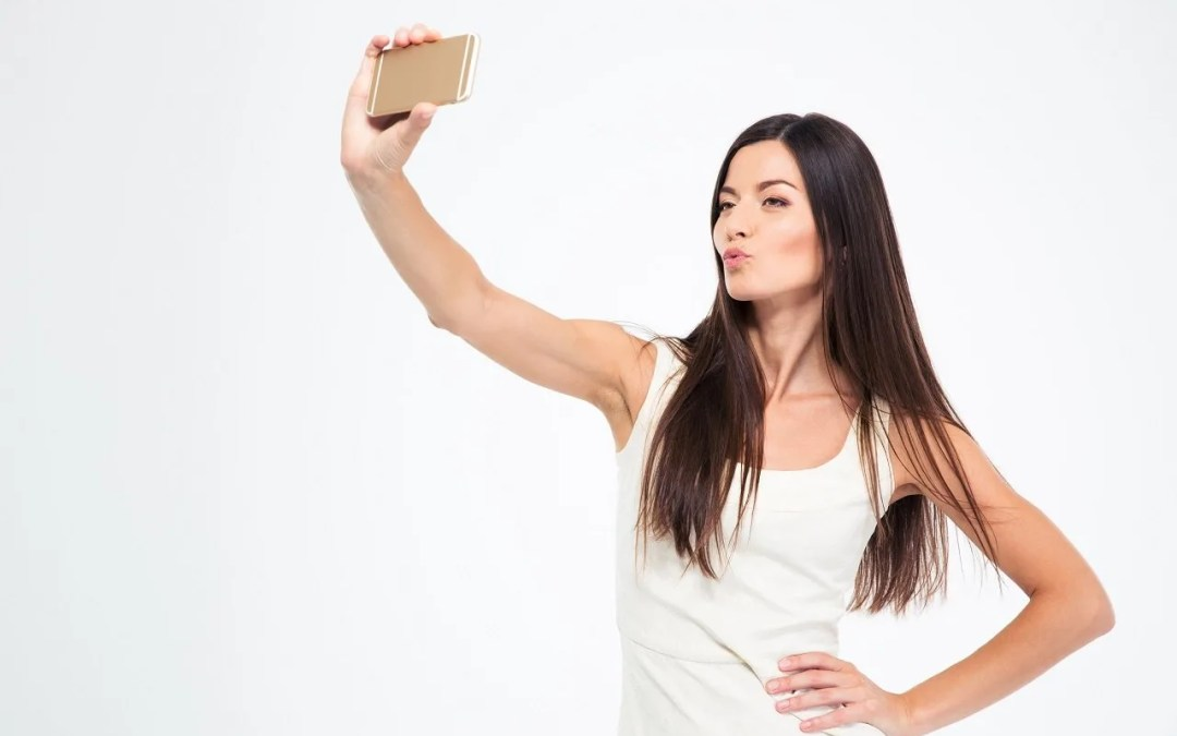 5 Tips For Taking Awesome Selfies For The Timid Midlife Woman