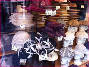 Hüte, diverse.