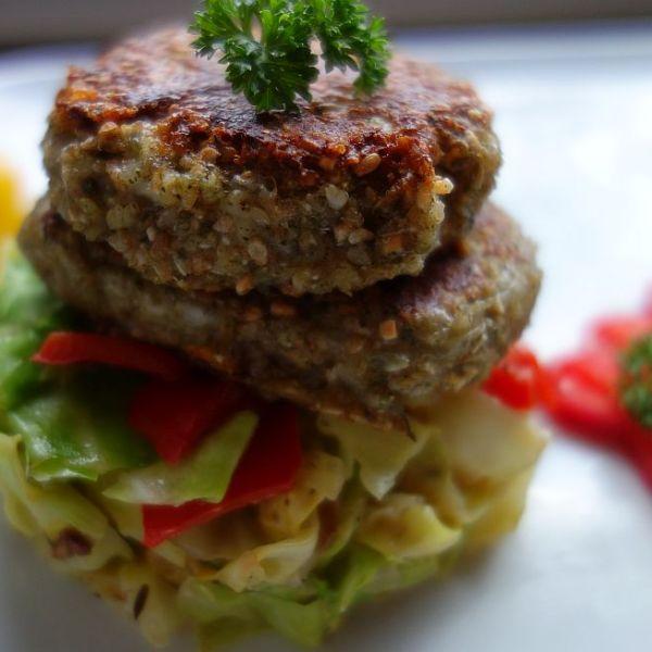 Dinkel-Grünkern-Burger mit Spitzkohl