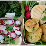 Lunchbox Polentataler, Grillkäse, Bohnen-Radieschen-Salat, Brokkoli