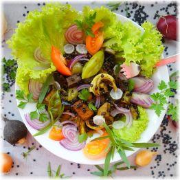 Grünes Gemüsecurry mit Räuchertofu und Belugalinsen