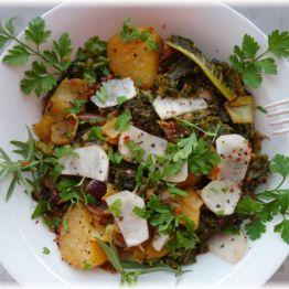 Schwarzkohl-Kartoffel-Pastinaken-Curry mit Zwiebeln und Rettich (nachgereicht aus dem November - Anteil vom 11.11.2016!)
