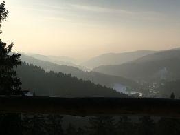 """Blick vom """"Eleonorenblick"""" auf Riefensbeek. Im Hintergrund kann man den Sösestausee erahnen."""