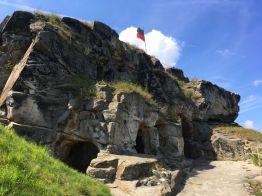 """Gipfel und Eingänge zu den """"Räumlichkeiten"""" der Burg Regenstein, Dachgeschoß"""