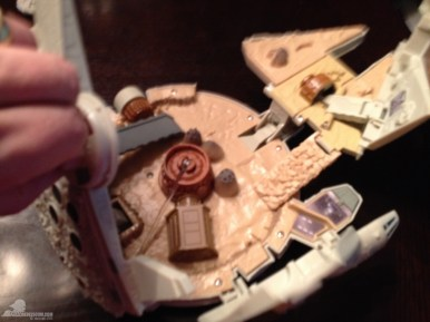 star-wars-the-force-awakens-millennium-falcon-micromachines-playset-080615-011