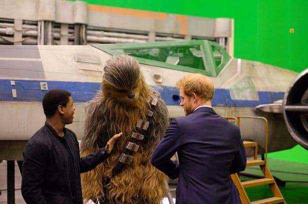 Harry-John-Boyega-and-Chewbacca-at-Pinewood-Studios