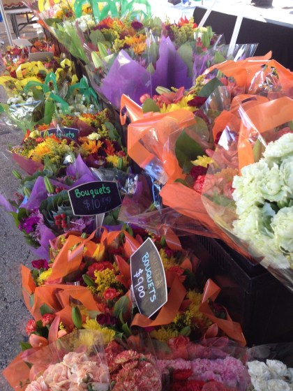 these bouquets captured my eye - pretty Fall colors, beautiful late summer morning, Fall is on its way