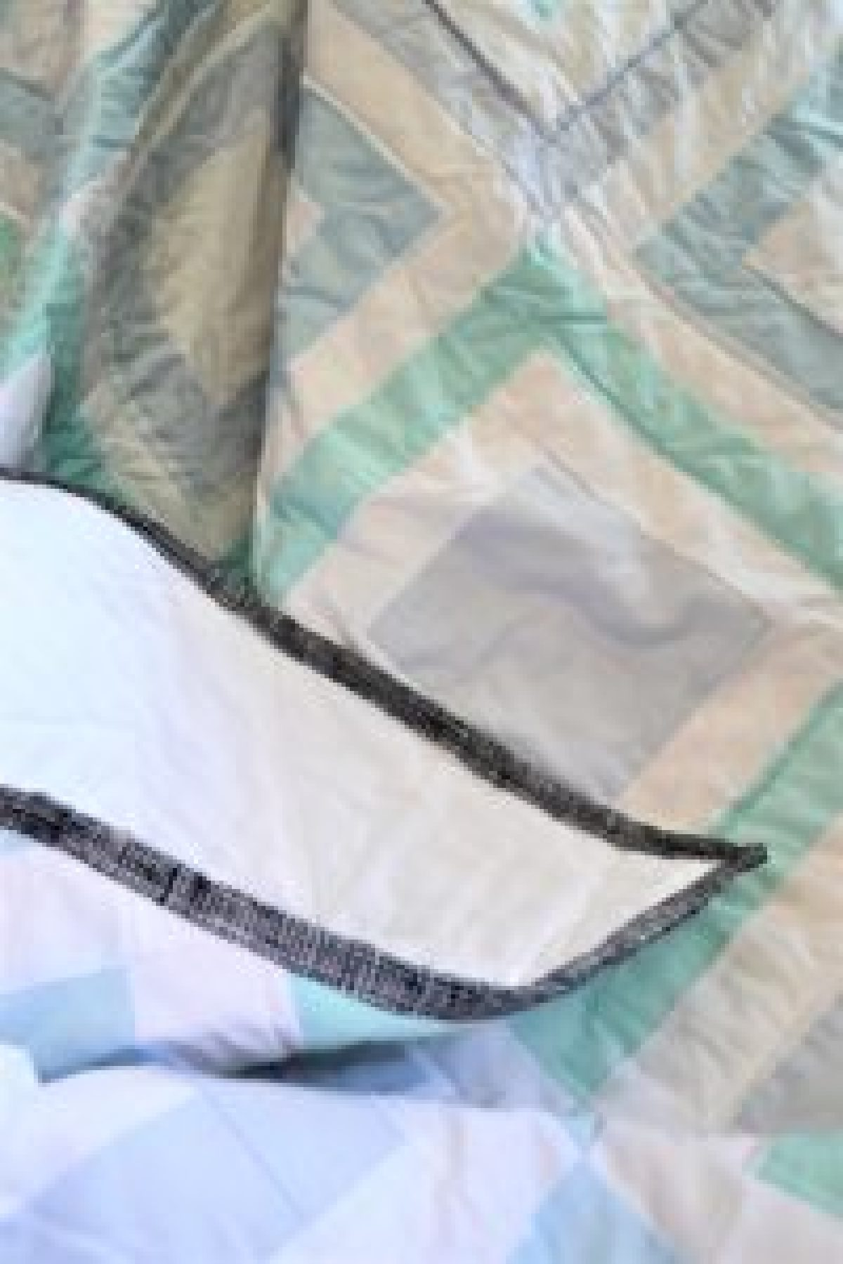How To Bind A Quilt - Using the least amount of binding fabric - Tutorial!