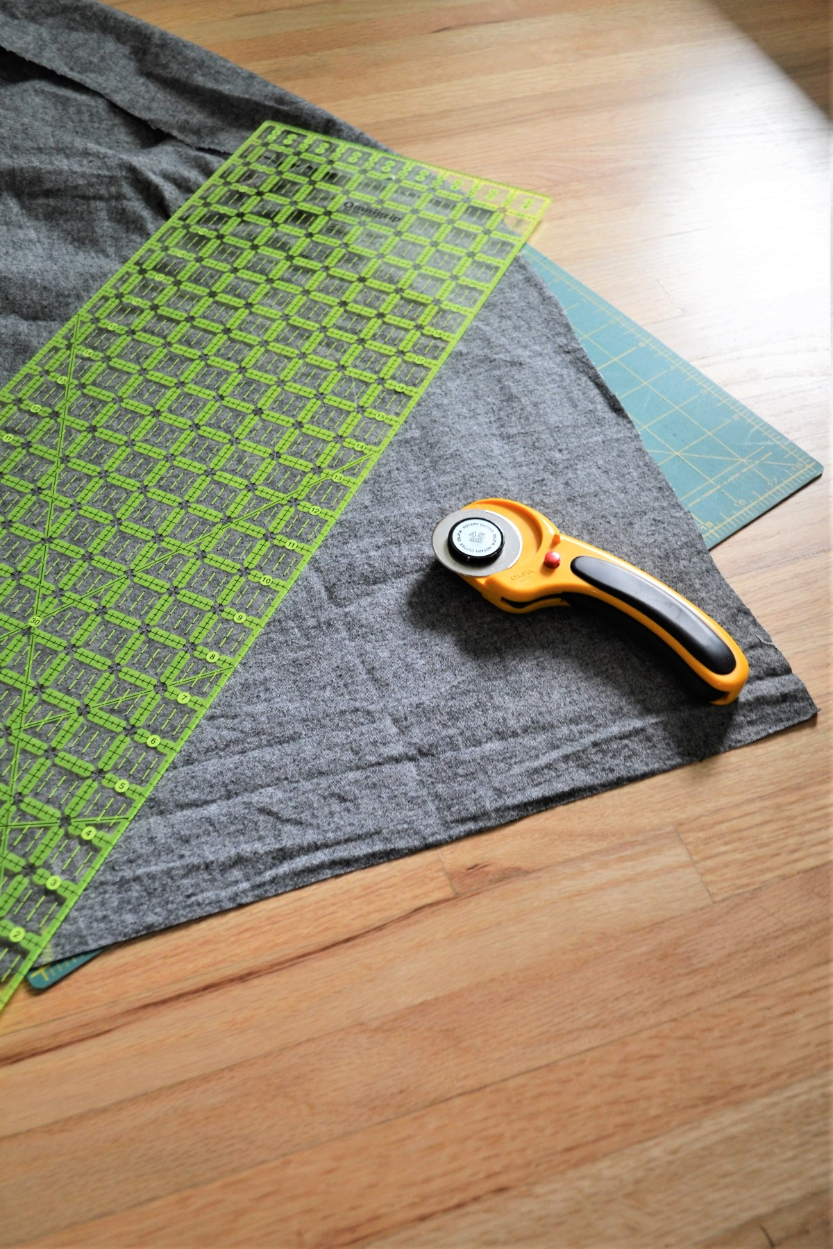 How to Make a Reversible Hooded Baby Blanket - measure hood