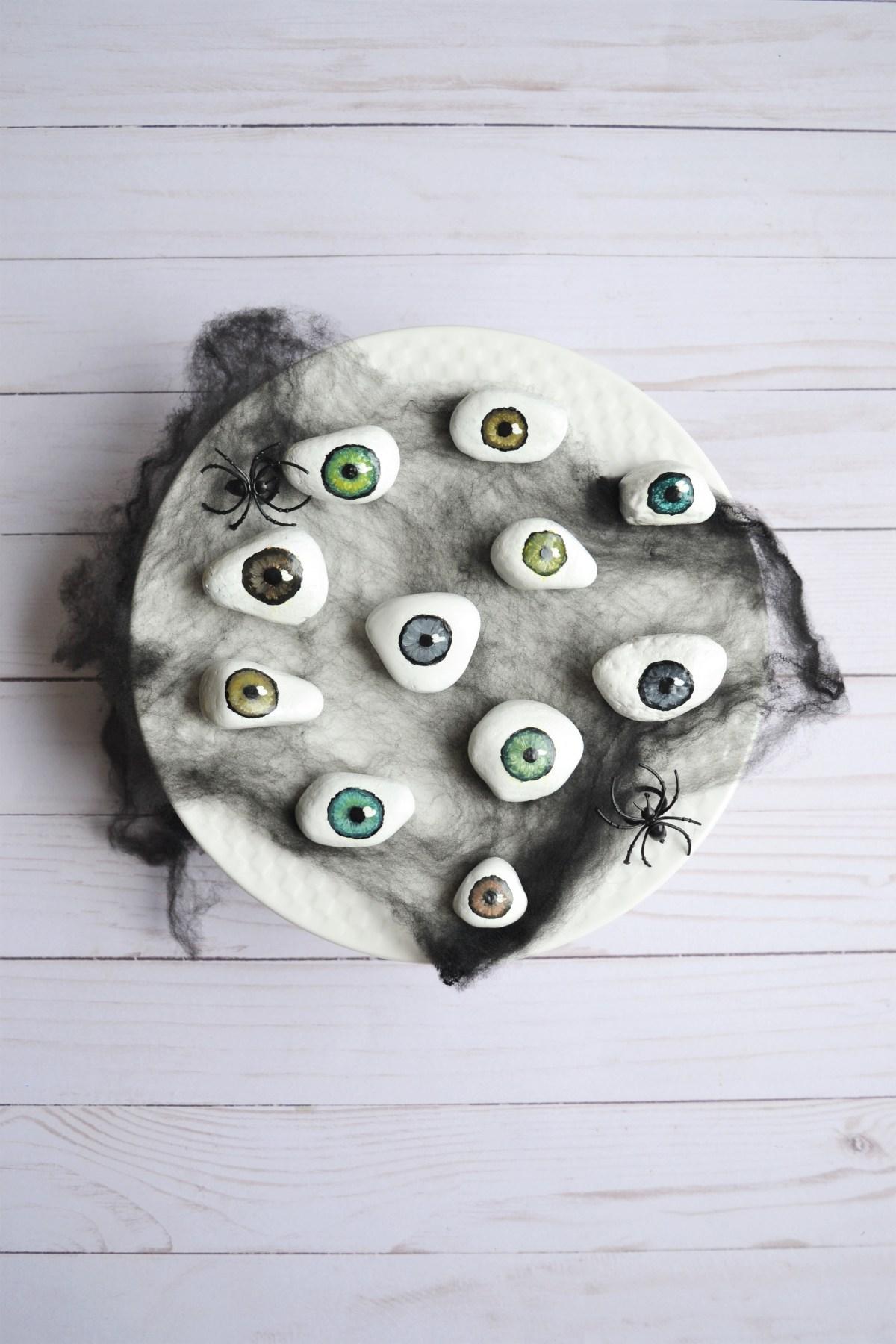 DIY Halloween Decorations Spooky Tray of Eyeballs Making