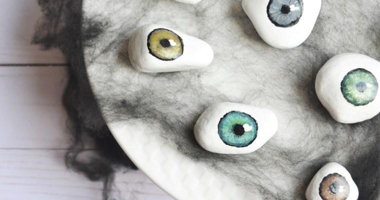 DIY Halloween Decorations: Spooky Tray of Eyeballs!