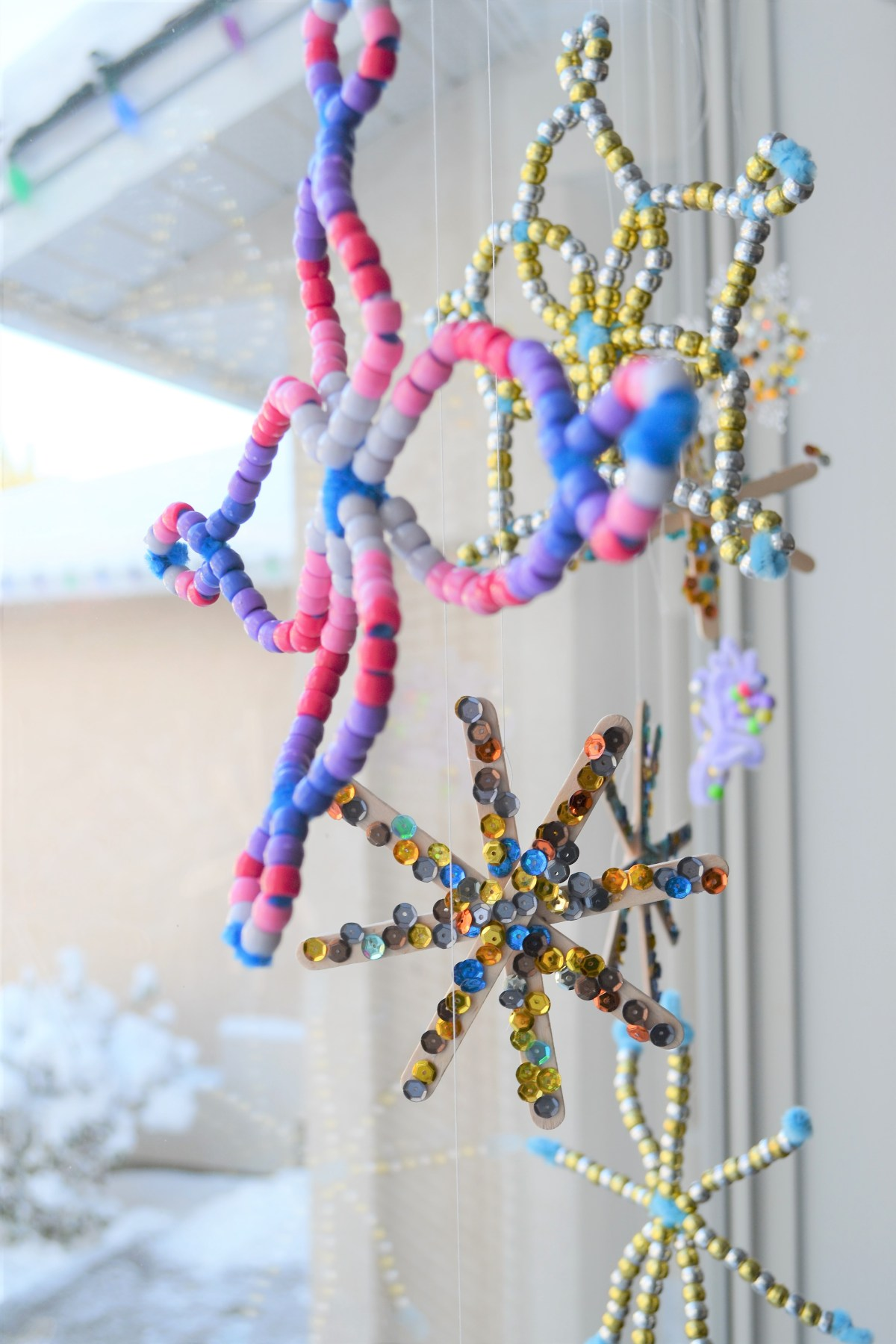 How to Make a Snowflake - ombre beaded snowflakes