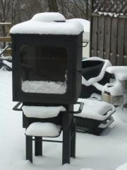 雪が積もったアウトドア オーブン